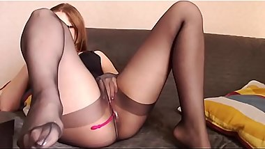 Hot redhead camslut masturbate in sexy stockings