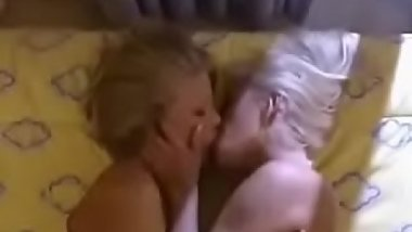 Sexy Lesbian get wet and drity ~ VERY WET DIRTY HORNY video !
