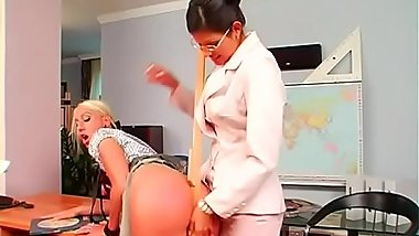 Hot babe gets her big zeppelins played wit wax in bdsm session