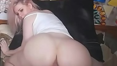 Hot girl shows huge ass tease