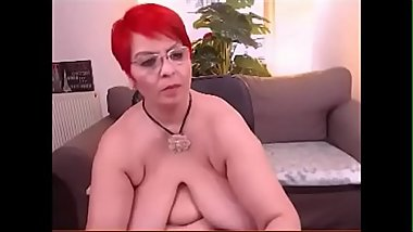 SEXY MILF LIBELY SHOWS OFF CUNT AND MELON JUGGS!