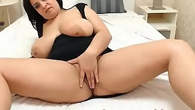 Mature russian milf with huge boobs masturbating on cam-www.lustcams69.com