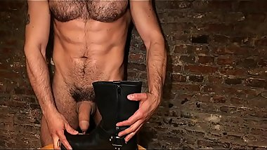 """_THE PASSIONATE CAMERA WITH THE LEATHER BOOT""_ JEAN FRANKO AT ONLYFANS.COM"