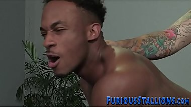 Ripped dude blows bbc