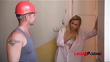 Sneaky Submissive Housewife Selvaggia seduces repairman for Hardcore Anal GP144