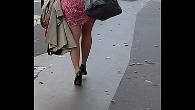 Milf&#039_s huge booty in the streets of Paris !! (What would you do to her asshole ?)