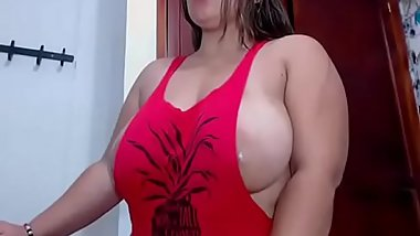 Big Horny Woman Masturbation On Cam Show